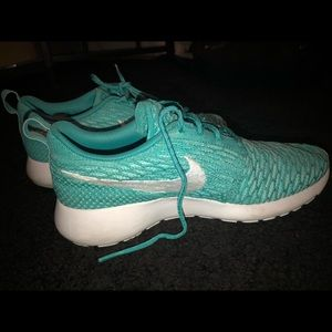 Turquoise nike tennis shoes